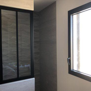 IMG 9907 370x370 - Verrière de douche sur muret