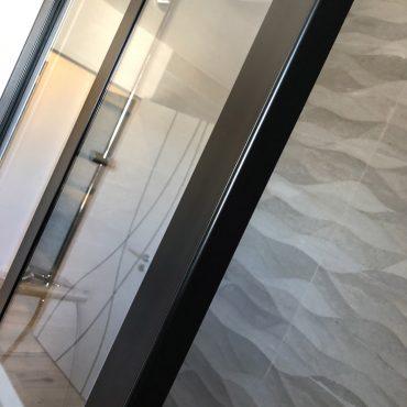 IMG 9908 370x370 - Verrière de douche sur muret