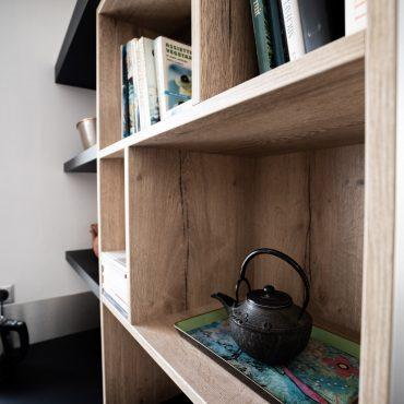 RDI01291 370x370 - Cuisine noir mat et décors bois en façades
