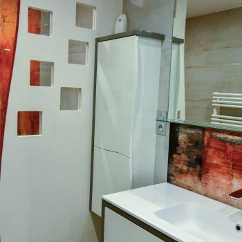 1 Salle de bains contemporaine aux lignes courbées 3 ojrgzjyre737jxn807csdpqsbpijne3z844yh6nnl8 - Salle d'eau Acajou