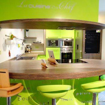 Cuisine sur mesure laquée en vert ojrgs198pwsmo8kfwyc8fm218qku2k9a6w949ht1d8 - Cuisine Bleu pétrole et Frêne avec plan de travail arrondi